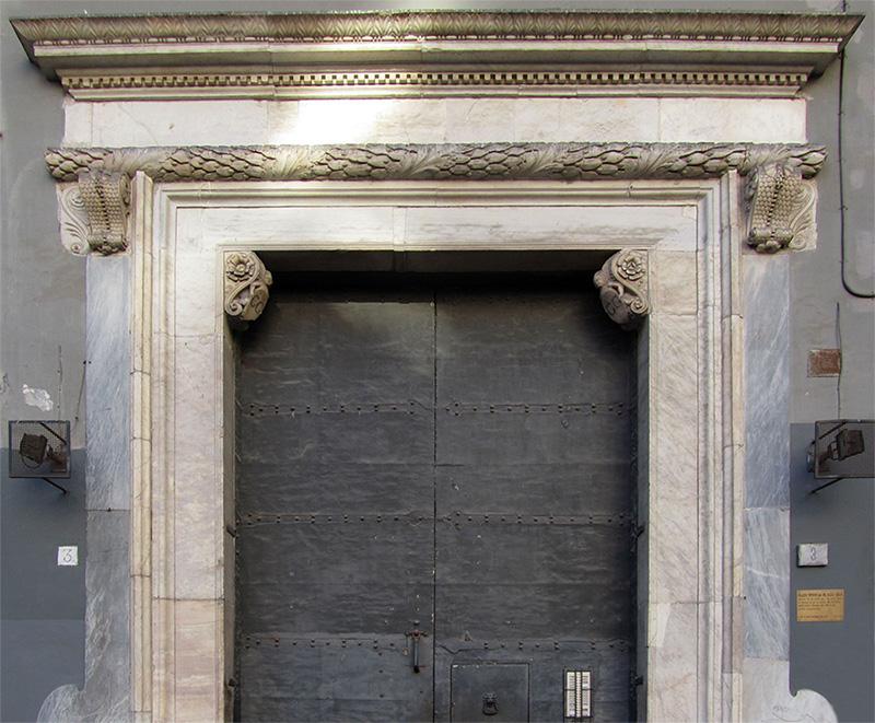 Dettaglio del portale ionico