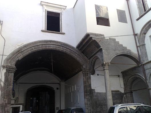 Cortile Palazzo Carafa 1