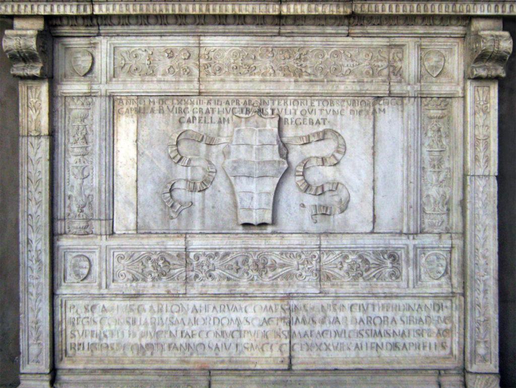 Il sepolcro di Pasquale Diaz Garlon nel chiostro di S. Maria la Nova